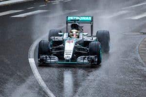 Lewis Hamilton Claims Mercedes Can Overthrow Ferrari in F1 Championship